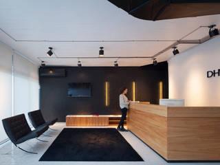 Agencia Creativa DHNN: Casas de estilo moderno por dynamo