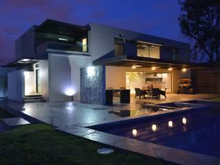 Con Contenedores S.A. de C.V. Minimalist balcony, veranda & terrace Tiles Grey
