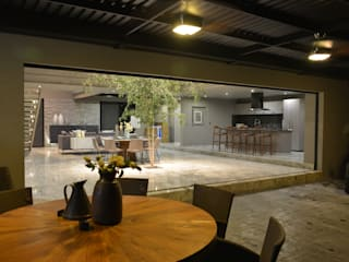 Dining room by Con Contenedores S.A. de C.V.