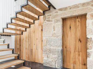 Projekty,  Korytarz, przedpokój zaprojektowane przez FPA - filipe pina arquitectura
