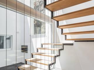 FPA - filipe pina arquitectura Minimalistischer Flur, Diele & Treppenhaus