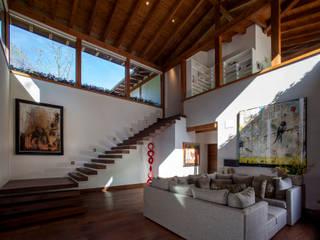 Cuarto de T.V.: Salas multimedia de estilo  por JR Arquitectos