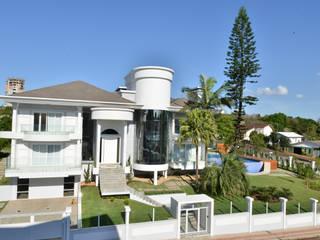 Casas de estilo clásico por Márcia Pilz Arquiteta e Urbanista