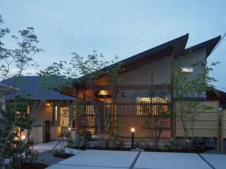 ~深い軒の外部空間を楽しむ『平屋の大屋根の美しい家』 西薗守 住空間設計室 日本家屋・アジアの家
