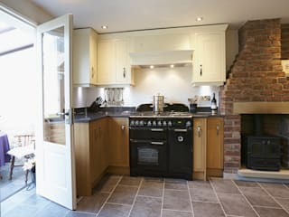 Traditional Kitchen in Bradford at Tong Village:  Kitchen by Twenty 5 Design