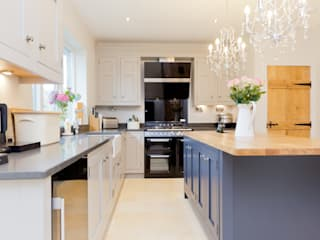 Traditional Kitchen in Huddersfield at Longwood:  Kitchen by Twenty 5 Design