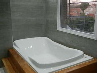 Casa en San Isidro reforma interior: Baños de estilo  por Fainzilber Arqts.