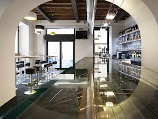 BAR LA LICATA: Bar & Club in stile  di DEVOTO