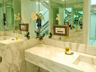 Baños de estilo moderno de JUNOR ARQUITECTOS Moderno