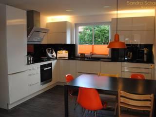 Cuisine moderne par Sandra Schauer Raum & Design Moderne