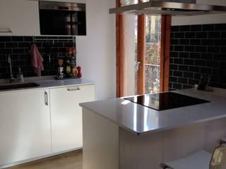 Reforma integral de piso en Barcelona Cocinas de estilo mediterráneo de Asbbcn Mediterráneo