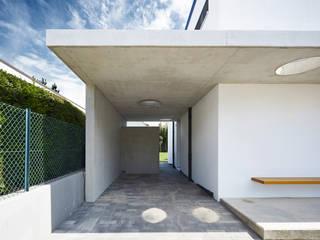 Haus H / Mainz: moderne Garage & Schuppen von Lennart Wiedemuth / Fotografie