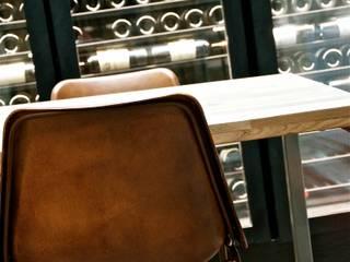 Ruang Penyimpanan Wine/Anggur Modern Oleh Cabanes & Chateaux Modern