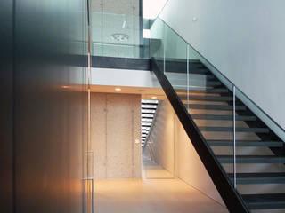 H_O Moderner Flur, Diele & Treppenhaus von Architekt Zoran Bodrozic Modern
