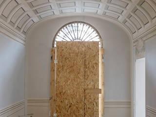 Classic style corridor, hallway and stairs by Art'n'Art Studio di Claudia Masini Classic