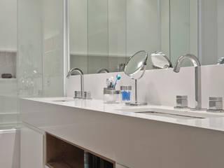 Casas de banho clássicas por Figoli-Ravecca Arquitetos Associados Clássico