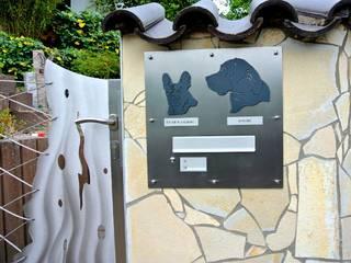 Custom Gates Edelstahl Atelier Crouse: Jardines modernos: Ideas, imágenes y decoración