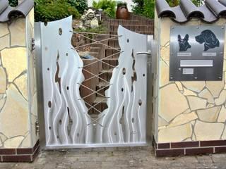 Custom Gates 모던스타일 정원 by Edelstahl Atelier Crouse: 모던