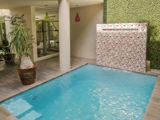 """Proyecto Residencial """"La Ramona."""": Albercas de estilo ecléctico por PORTO Arquitectura + Diseño de Interiores"""