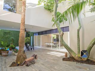 Jardins  por PORTO Arquitectura + Diseño de Interiores