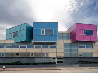 Tuc Tuc Company Headquarters Ignacio Quemada Arquitectos Minimalist house Glass Multicolored