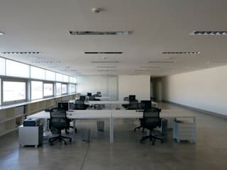 Tuc Tuc Company Headquarters Ignacio Quemada Arquitectos Ruang Studi/Kantor Minimalis White