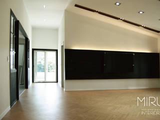 미루디자인 Salones de estilo moderno