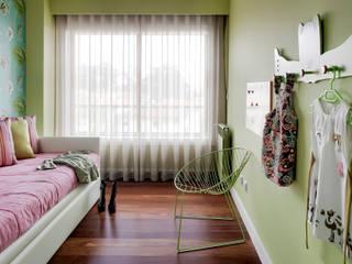 Apartamento Porto: Quartos de criança  por Jorge Cassio Dantas Lda,Moderno