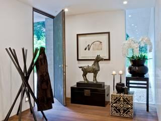 الممر والمدخل تنفيذ Viterbo Interior design,