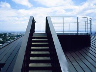 Koridor & Tangga Modern Oleh Guen BERTHEAU-SUZUKI Co.,Ltd. Modern