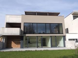 Gartenansicht: moderne Häuser von Hergan Architektur