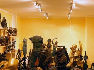 Showroom - Art Bronze Sculptures: eclectic  by Kunst & Ambiente - Bronzefiguren / Skulpturen Manufaktur, Eclectic