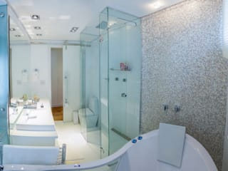 Modern bathroom by Lilian Barbieri Interior Design Modern