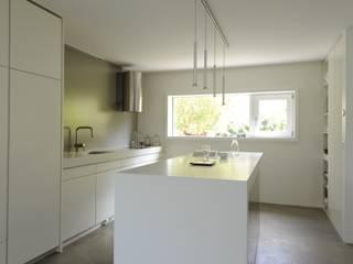 Dorfstrasse Zumikon Moderne Küchen von Schneider Gmür Architekten Modern