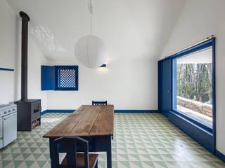 Couloir et hall d'entrée de style  par SAMF Arquitectos
