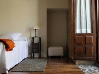 Hotel at a Baroque XVIII Century House Ignacio Quemada Arquitectos Classic style bedroom Wood Beige