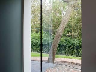 Jardines de estilo moderno de adsmeuldersarchitect Moderno