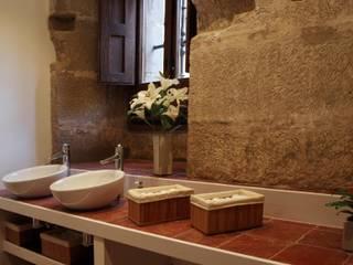 Casas de banho clássicas por Ignacio Quemada Arquitectos