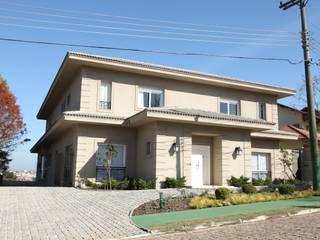 Casas de estilo clásico de Claudia Pereira Arquitetura Clásico