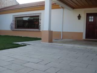 Habitação Unifamiliar: Casas campestres por Gabiurbe, Imobiliária e Arquitetura, Lda