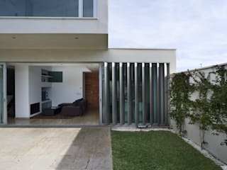Minimalist style garden by daniel rojas berzosa. arquitecto Minimalist