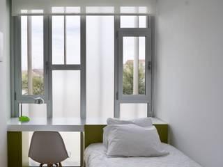CASA LA: Dormitorios infantiles de estilo  de daniel rojas berzosa. arquitecto