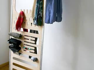 homify 臥室衣櫥與衣櫃 複合木地板
