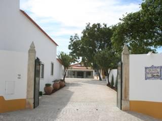 Espaço para Eventos: Casas campestres por Gabiurbe, Imobiliária e Arquitetura, Lda
