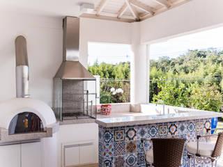 Morada das Nascentes Varandas, alpendres e terraços coloniais por MM Arquitetura e Urbanismo Colonial