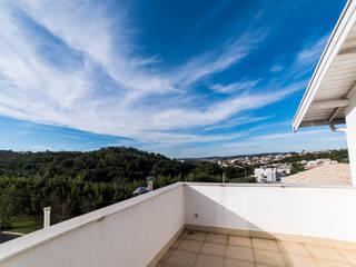 Kolonialer Balkon, Veranda & Terrasse von MM Arquitetura e Urbanismo Kolonial