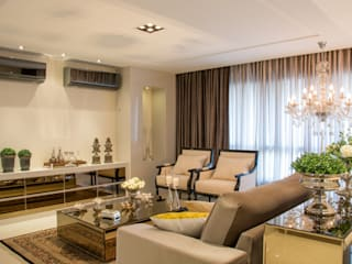 Living room by Michele Moncks Arquitetura, Classic