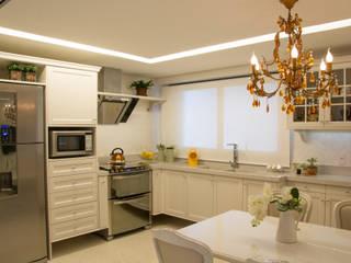 Cocinas clásicas de Michele Moncks Arquitetura Clásico