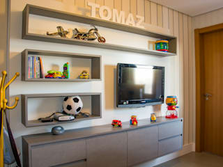 Nursery/kid's room by Michele Moncks Arquitetura, Modern