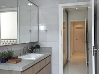 Modern style bathrooms by Amanda Carvalho - arquitetura e interiores Modern